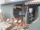Caminhão desgovernado atinge casa em Bom Jesus dos Perdões, SP