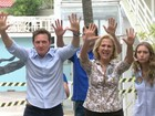 Marcelo Crivella vota na Zona Sul do Rio e se mostra confiante na vitória