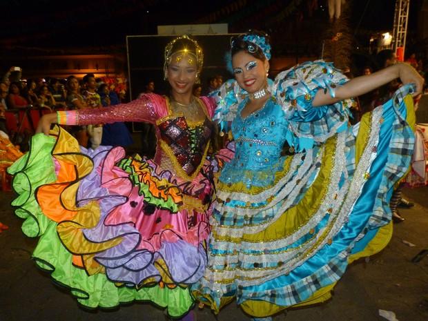 Pollyana Stella (esq.), vencedora do concurso e Fernanda Lopes (dir.), representante do TO, que ficou em 4º lugar  (Foto: Cláudio Maranhão/Arquivo Pessoal)