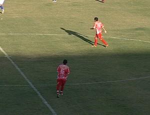Dois jogadores usaram a camiseta número seis (Foto: Reprodução/TV Integração)