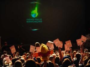 Alunos das escolas torceram pelos finalistas (Foto: Agência RBS)