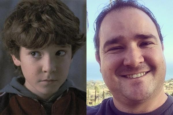 Em 1995, Bradley Pierce interpretou Peter em 'Jumanji', ao lado de Robin Williams e Bonnie Hunt. Hoje o ator, que tem 31 anos, não faz mais tantos trabalhos atuando, mas quando os faz, geralmente é na dublagem. (Foto: Divulgação e Reprodução/Instagram)