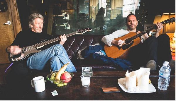 O músico Roger Waters ao lado de seu produtor (Foto: Instagram)