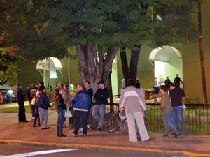 Integrantes do Reaja ficaram em frente à Câmara e no plenário (Foto: Araripe Castilho/G1)
