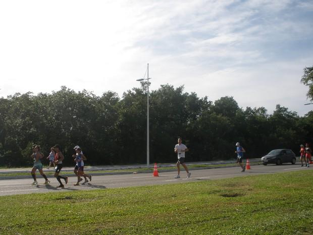Atletas fazem provas de 21km, 10km ou 5km (Foto: Luíza Fregapani/ G1 SC)