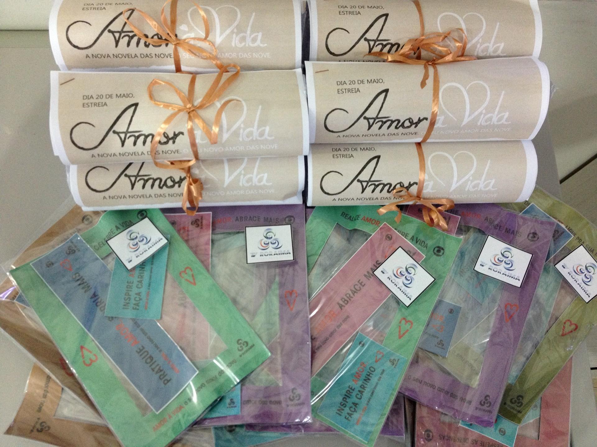 O kits Amor à Vida foram distribuídos em Boa Vista para chamar a atenção do público para a nova novela (Foto: Valéria Oliveira/ G1 Roraima)