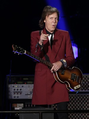 Paul McCartney se apresenta no Candlestick Park de San Francisco nesta quinta-feira (14) (Foto: AP Photo/Marcio Jose Sanchez)