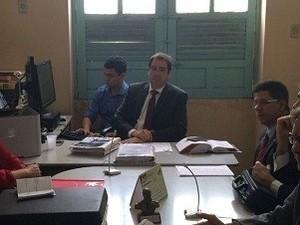 Juiz Léo Denisson Bezerra durante audiência de instrução do casal Sfredo (Foto: Carolina Sanches/G1)