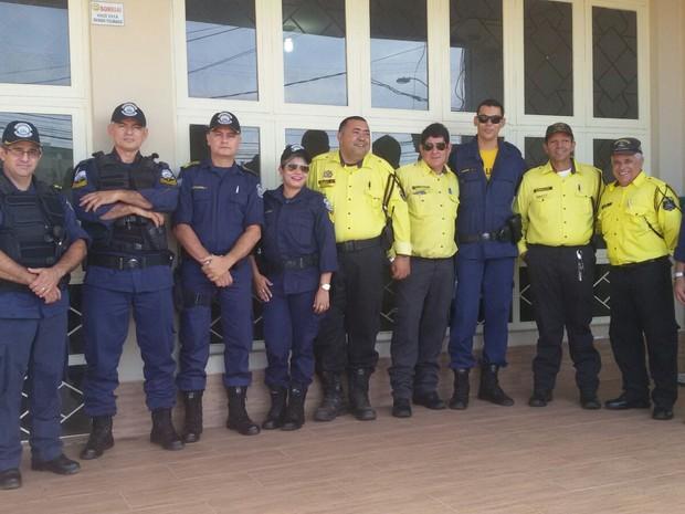 Colegas de trabalho compareceram a cerimônia uniformizados  (Foto: Arquivo Pessoal)