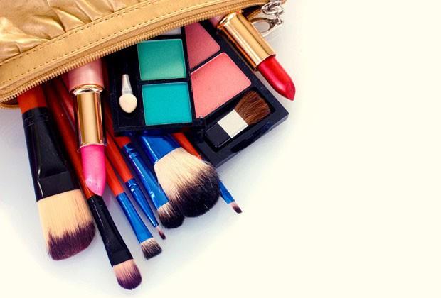 Editora de beleza indica top 5 produtos para montar o necessáire para uma viagem de trabalho (Foto: Thinkstock)