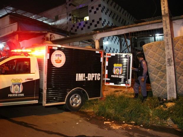 Mulher foi encontrada em casa na Zona Sul de Manaus (Foto: Jamile Alves/G1 AM)