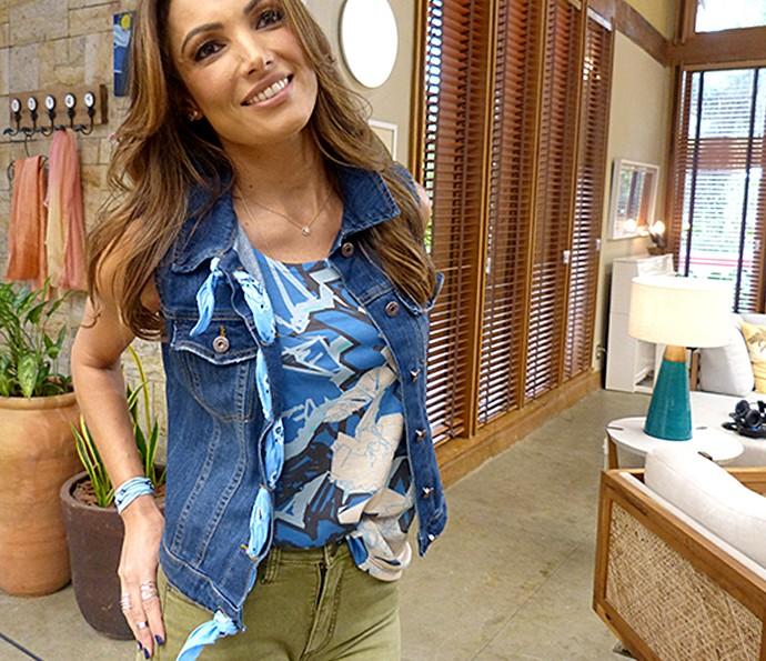 Patrícia Poeta passou a bandana nas casas de botões do colete jeans (Foto: Carolina Berger / Gshow)