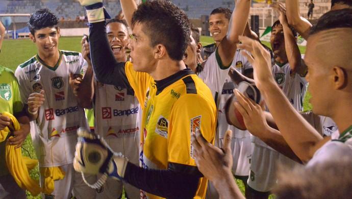 O Boto venceu o Papão por 2 a 1 e um dos principais destaques da partida foi o goleiro Jader, que também era o anivesariante do dia (Foto: Weldon Luciano)