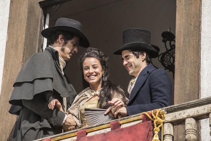 Andreia Horta e Caio Blat não conseguiram segurar o riso ao gravar ao lado de Mateus (Foto: Inácio Moraes/Gshow)