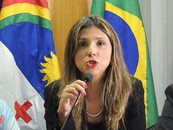 Vice-presidente da OAB-PE, Adriana Rocha Coutinho, destaca importância da federalização do caso (Foto: Luna Markman/G1)