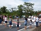 Comunidade faz protesto e reivindica melhorias em trecho da BR-470