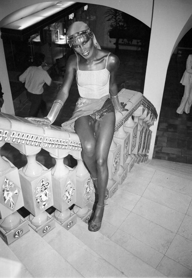 Grace Jones, American singer-performer at Hôtel Byblos. Saint Tropez 1978 1977? (Foto: Edward Quinn/Divulgação)