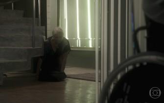Magnólia se esconde de Pedro, enquanto Fausto finge dormir