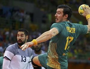 Brasil x França disputam quartas de final do handebol; brasileiro Alexandro Pozzer, Tchê
