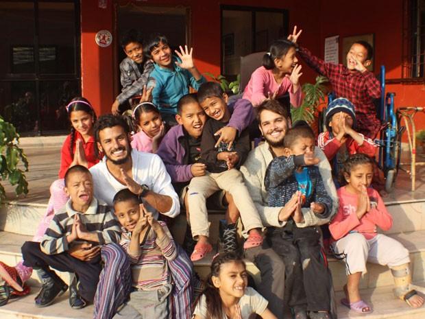 Projeto Silent Voices arrecada dinheiro pela internet para ajudar crianças no Nepal (Foto: Divulgação)