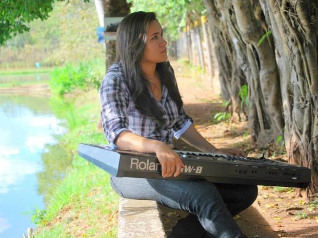 Nayara era cantora e tecladista.  (Foto: Reprodução/ Facebook)