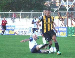 Tiago Amaral atuando pelo Volta Redonda (Foto: Ricardo Azevedo / Jornal Novo Tempo)