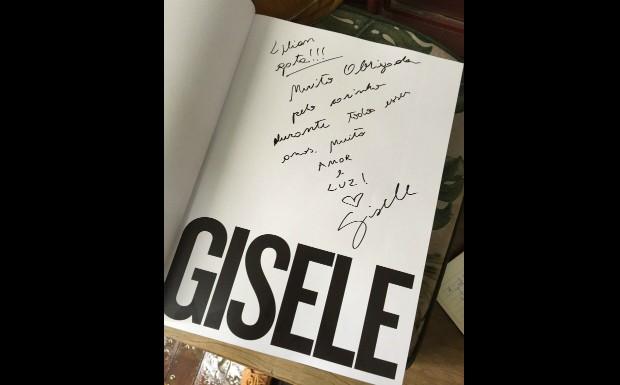 Gisele Bndchen escreve mensagem carinhosa para Lilian Pacce no lanamento do livro (Foto: Pollyana de Moraes)