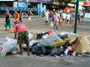 Centro de Manaus perde parte da beleza devido ao acúmulo de lixo (Foto: Tiago Melo/G1 AM)