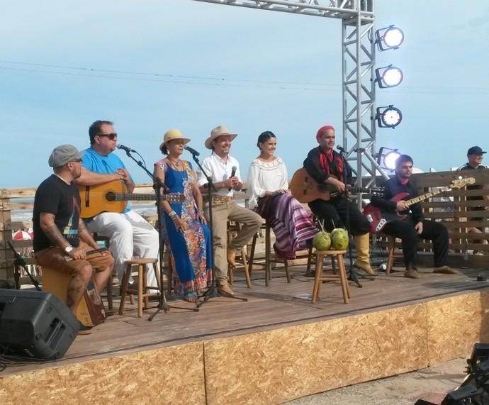 Neto Fagundes e Shana Müller receberam atrações em Tramandaí Galpão Crioulo (Foto: Nice Sordi/RBS TV)