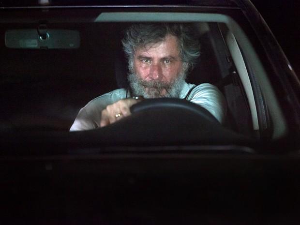 O dono da lanchonete persegue o sequestrador de Itália (Foto: Fabiano Battaglin / Gshow)