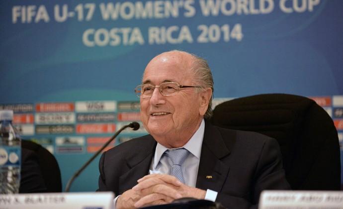 Joseph Blatter coletiva sub-17 feminino Costa Rica (Foto: AFP)