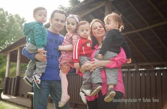 Michele com os filhos e o marido (Foto: Rafaela Romio)