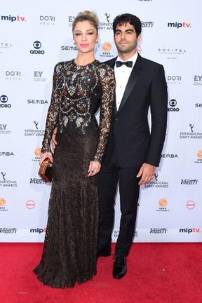 Grazi Massafera e o namorado, Patrick Bulus, em prêmio em Nova York, nos Estados Unidos (Foto: Michael Loccisano/ Getty Images/ AFP)
