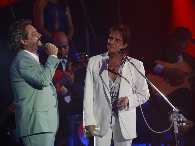 Alexandre Nero e Roberto Carlos (Foto: Isac Luz / EGO)