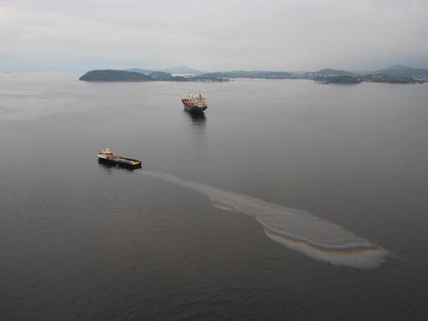 Vazamento de óleo na Baía de Guanabara, em Niterói, Região Metropolitana do Rio (Foto: Mário Moscatelli/Olhoverde)