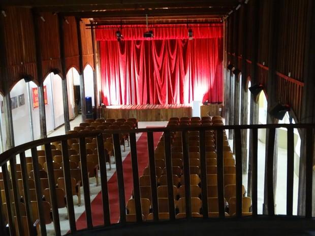 Interior do Cine-teatro Apollo (Foto: Paula Cavalcante / G1 Caruaru e Região)