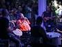 Arlindo Cruz se apresenta de cadeira de rodas com Thiaguinho