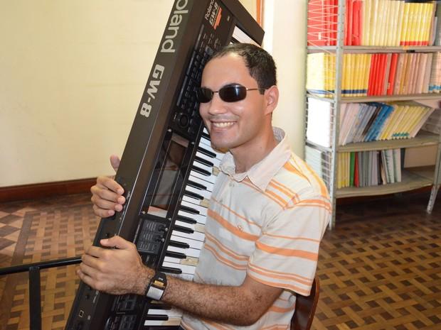 Gilvan brinca ao dizer que teclado vai enxergar toda a prova (Foto: Flávio Antunes/G1)