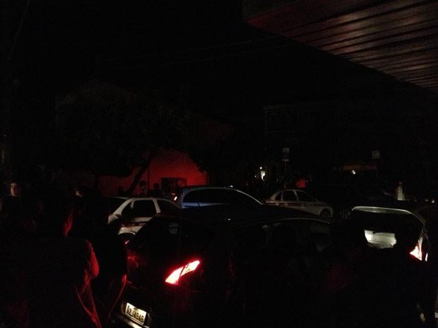 Bairro do Rio Vermelho completamente sem luz na noite desta quinta-feira (25), em Salvador (Foto: Giacomo Mancini/ Arquivo Pessoal)