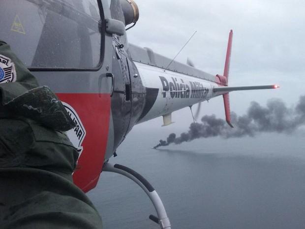 Helicóptero Águia auxiliou nos resgates das vítimas em Praia Grande, SP (Foto: G1)