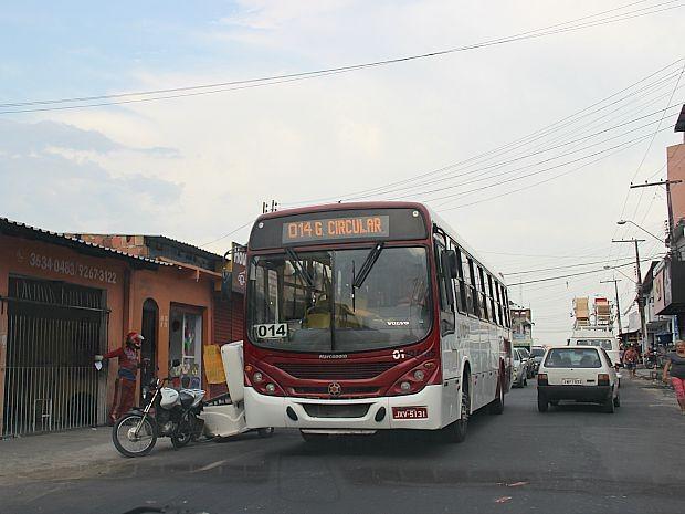 Crime ocorreu dentro de ônibus da linha 014, em Manaus (Foto: Indiara Bessa/G1AM)