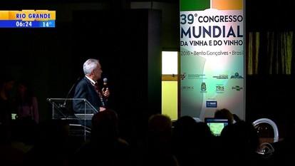 Representantes de 30 países discutem produção de vinho na Serra do RS