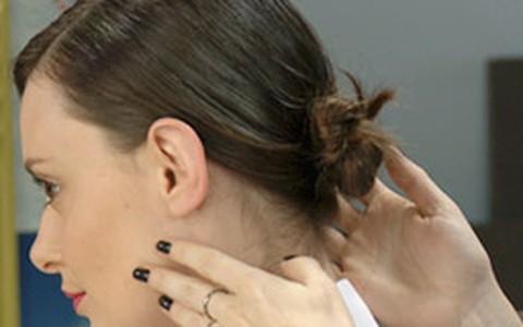Coque com nós: Julia Petit ensina a fazer o penteado