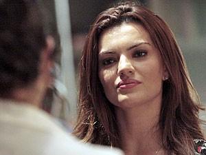 Elisa não suporta a intromissão de Miriam (Foto: Amor Eterno Amor/TV Globo)