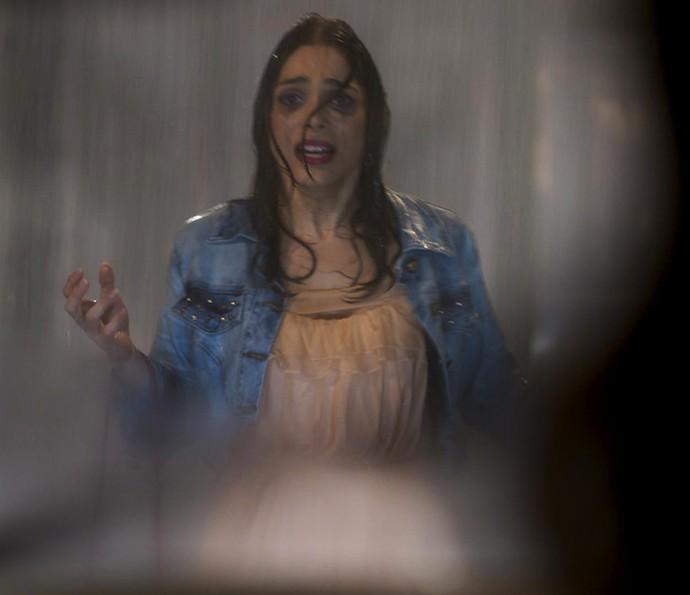 Shirlei quase é atropelada (Foto: TV Globo)