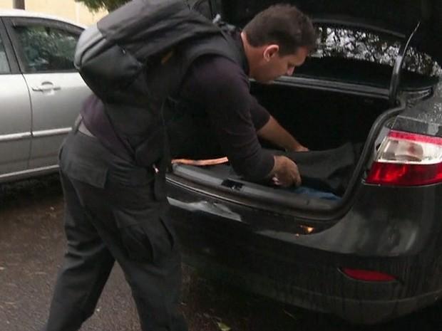 Policiais federais cumpriram vários mandados de busca e apreensão em secretarias de Foz do Iguaçu na terça-feira (21) durante a 3ª fase da Operação Pecúlio (Foto: Reprodução / RPC)