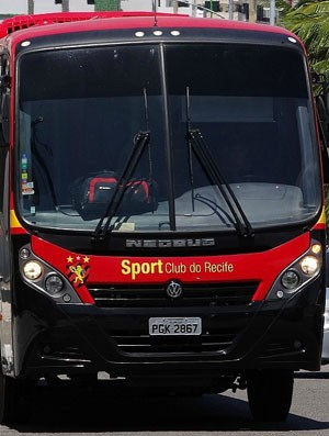 Ônibus Sport (Foto: Elton de Castro)