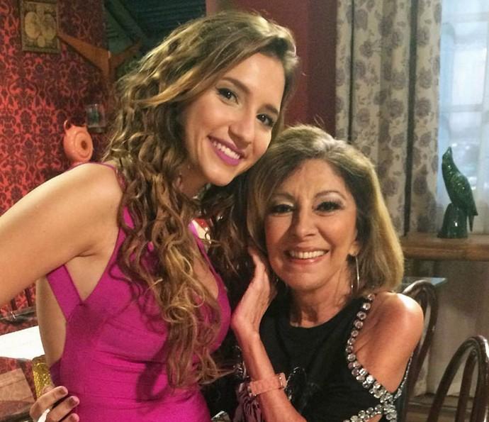 Lorena Comparato posa com Marília Pêra nos bastidores de gravação (Foto: Arquivo Pessoal)