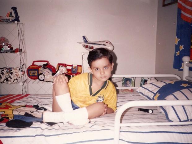 Criança, Luan com a camisa da seleção (Foto: Arquivo pessoal cedido ao Sai do Chão)