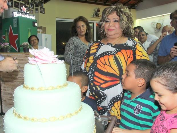 Alcione comemora aniversário na Zona Oeste do Rio (Foto: Alex Palarea/ Ag. News)